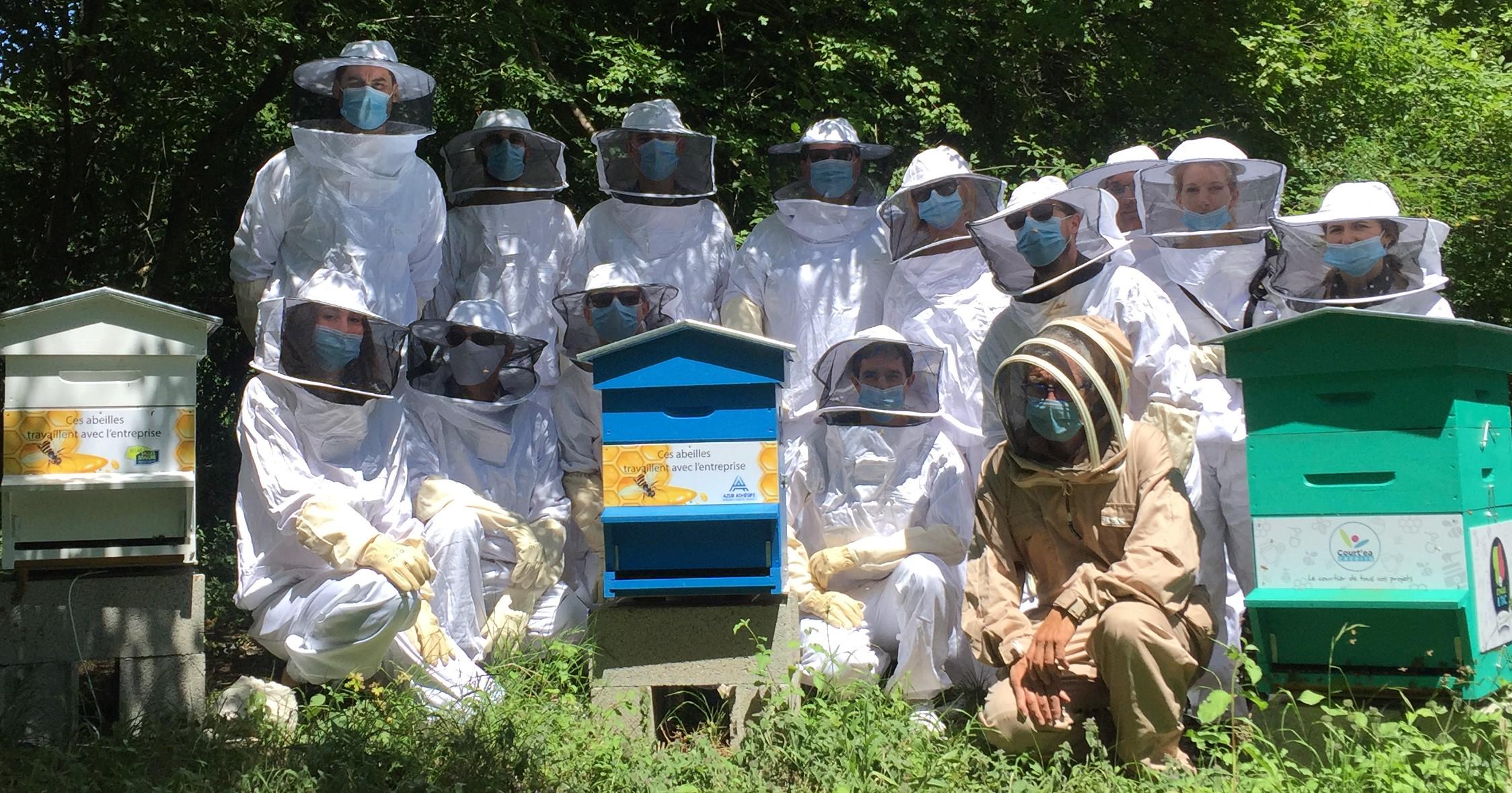 Parrainage de ruche sur le rucher Bee Abeille à Claix - Azur adhesif - courtea credit - id las salles